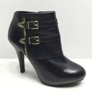 ME TOO   EUC Leather High Heeled Ankle Boots - 7M